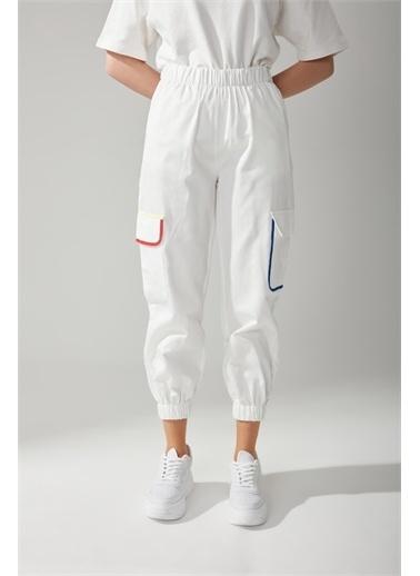 Mizalle Kargo Cepli Jogger Beyaz Pantolon Beyaz